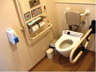 車イス利用者用トイレの様子