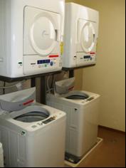 乾燥機と全自動洗濯機の様子